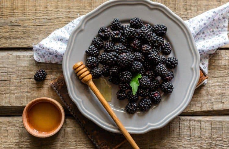 Blackberries and Honey for Iced Tea